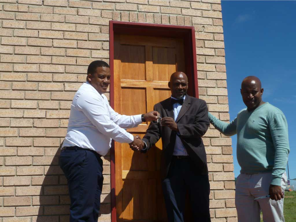 Handing-over-keys-to-principal
